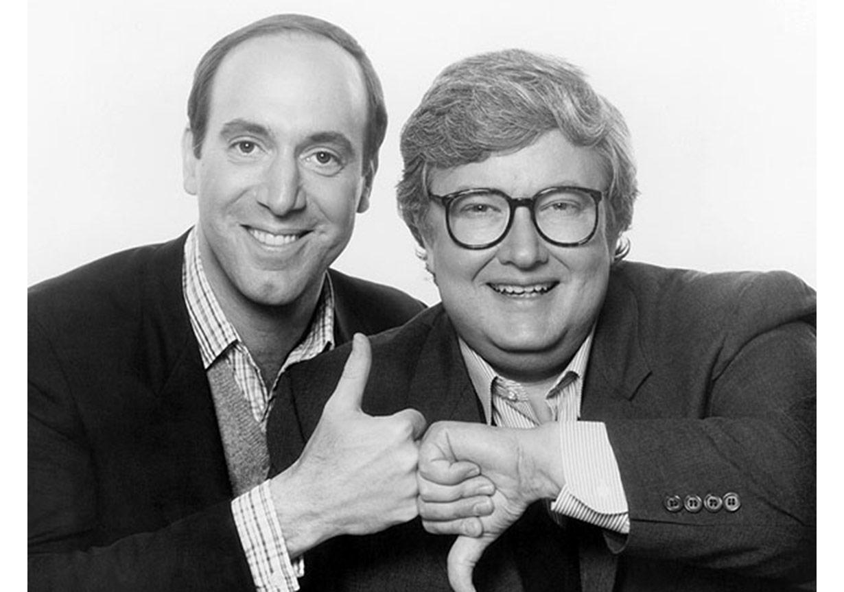 """Roger Ebert'in (sağdaki) Gene Siskel'le sunduğu Sneak Previews sinema eleştirisinin dönüm noktalarından biriydi. Filmler için kullanılan """"Thumbs up"""" kavramı bu programla doğdu."""