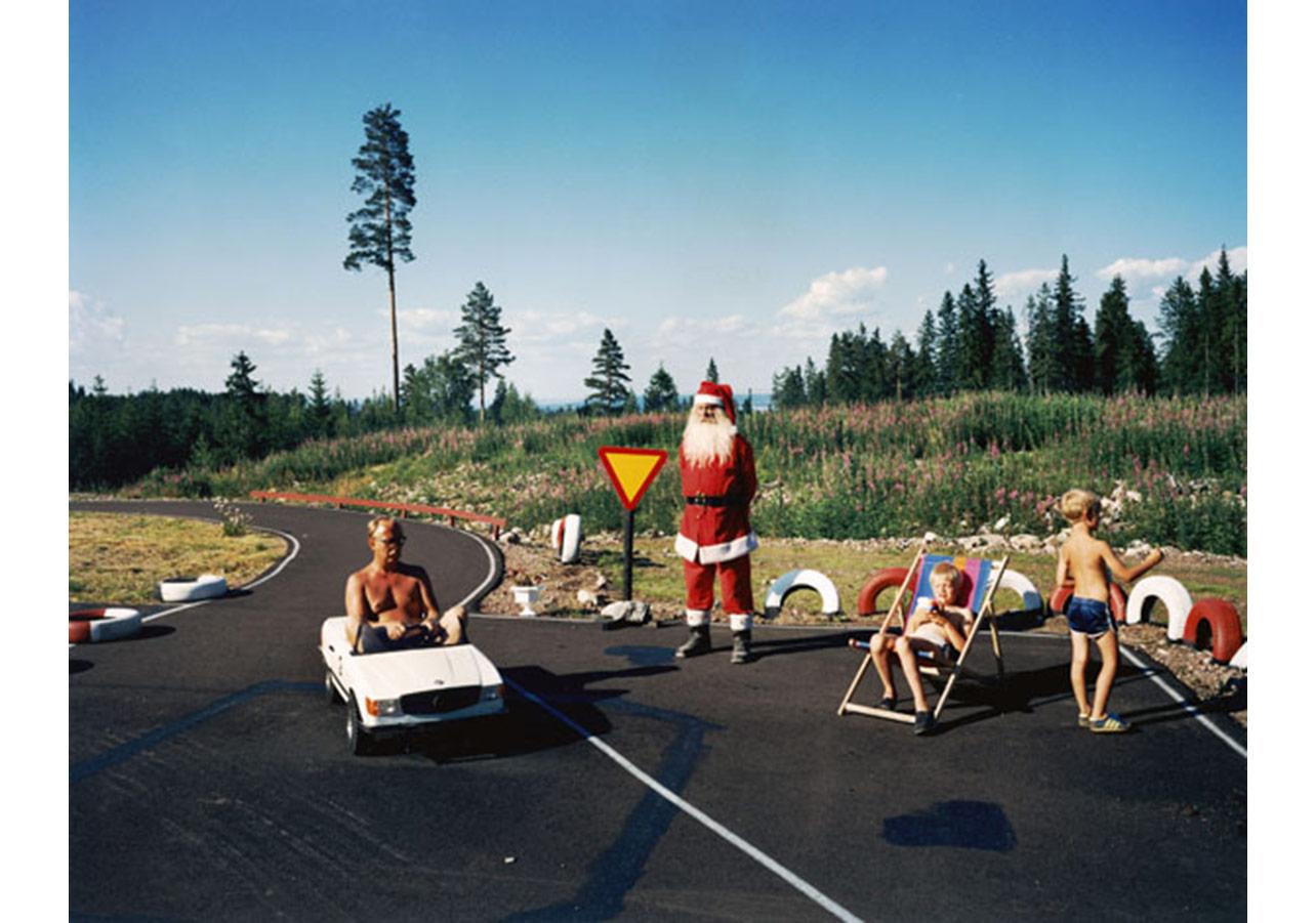 """Lars Tunbjörk, """"Landet Upon Sig"""" serisinden, 1993"""