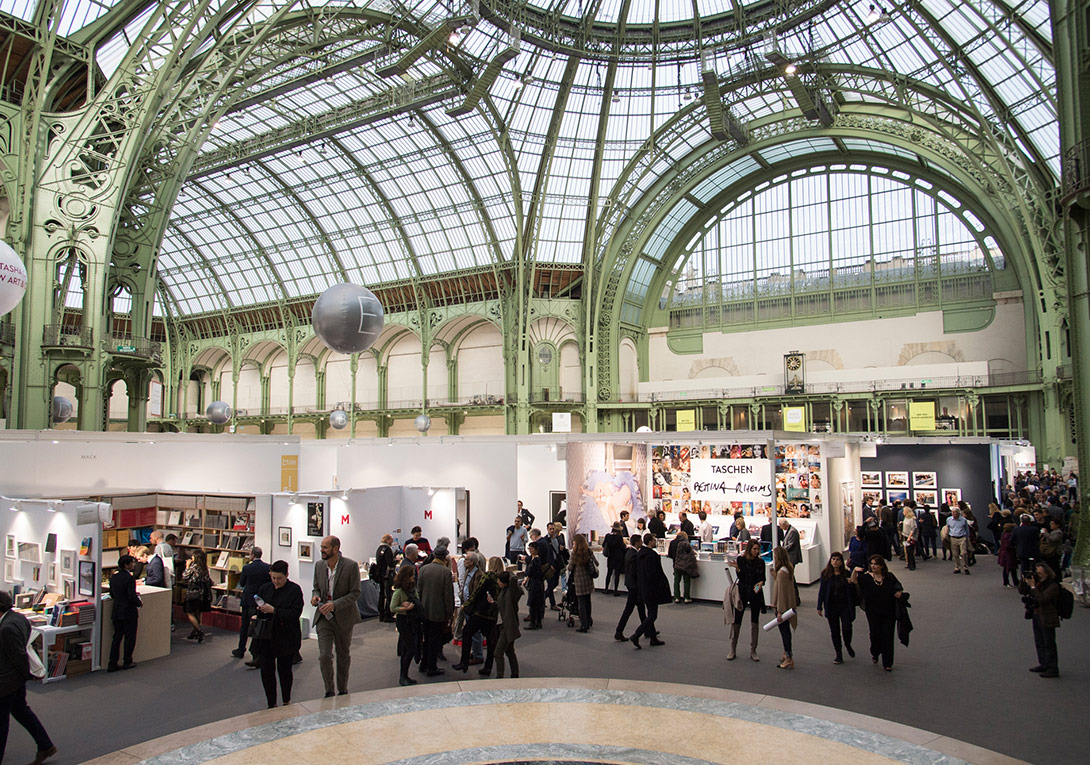 Paris Photo 2015'ten genel görünüm, Grand Palais, 11 Kasım 2015 [Fotoğraf: © Marc Domage/Paris Photo]