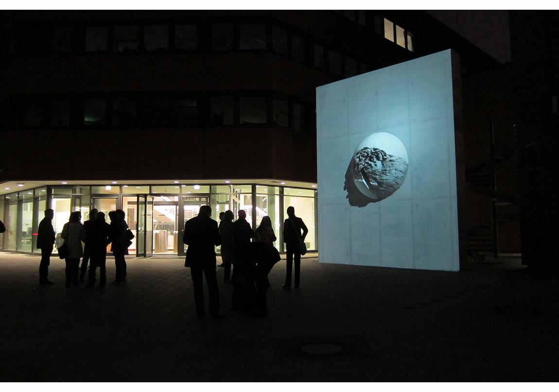 Steinkugel 2014, kalıcı enstelasyon, Robert Koch Institute, Berlin, fotoğraf:Birta Frodadottir