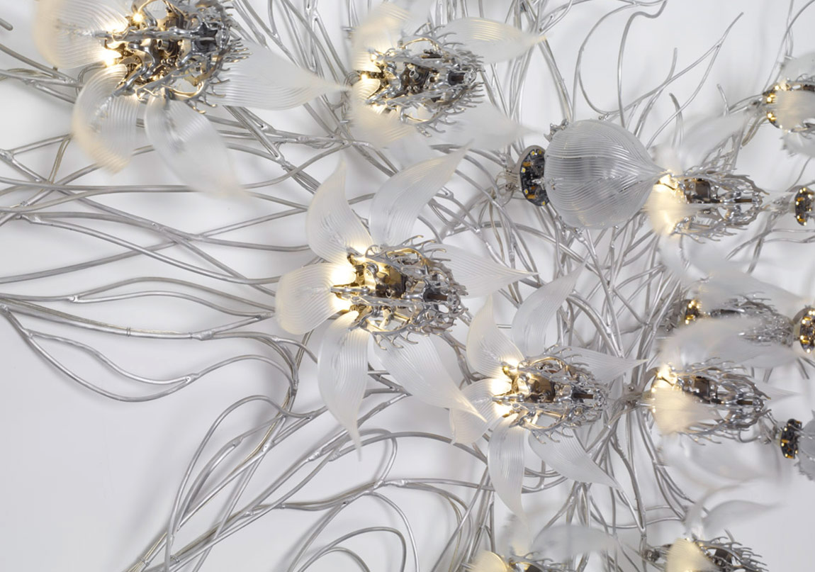 U-Ram Choe, Una Lumino Portentum, 2008, 330 x 180 x 25 cm, Stainless steel, LED, acrylic casting, circuits, custom software, CPU board, motors