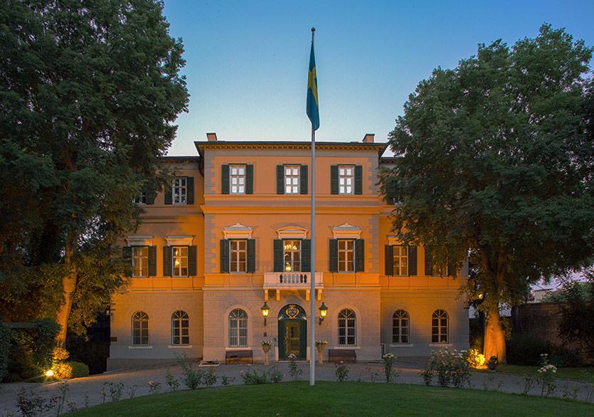 """İsveç Sarayı'nın 150. Yıl Kutlamaları """"Red Dream"""" Sanat Etkinliğiyle Başladı"""