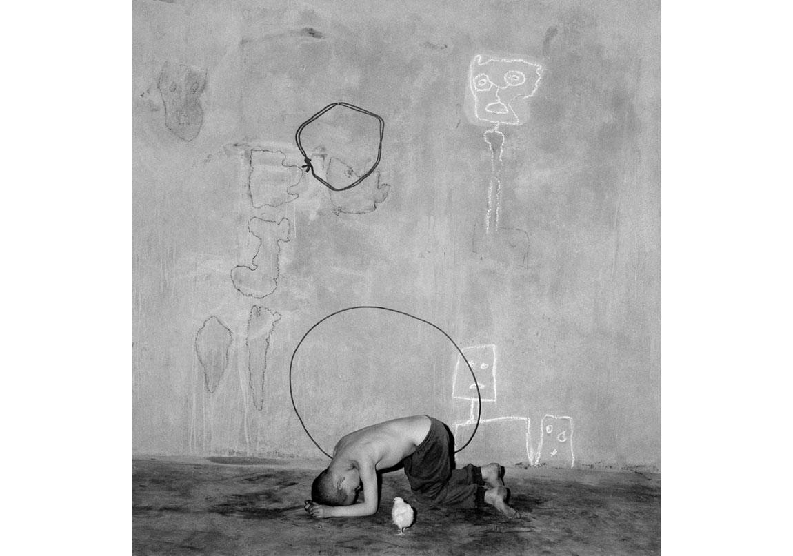 Transformation, 2004, Arşivsel pigment baskı, 60x60 cm, Ed.11 © Roger Ballen, Galerie Karsten Greve Köln, Paris, St Moritz izniyle