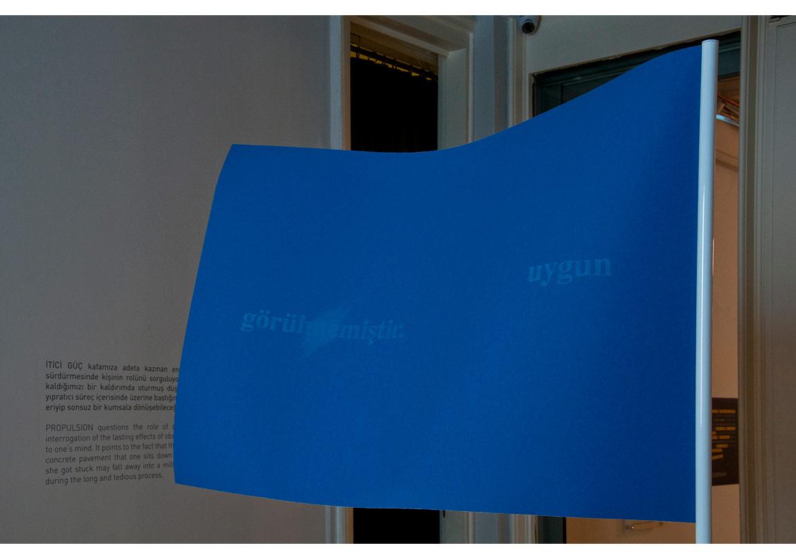 Didem Özbek, Mavi Bayrak, İtici Güç yerleştirmesinden detay, 2015, Galeri Zilberman, İstanbul.