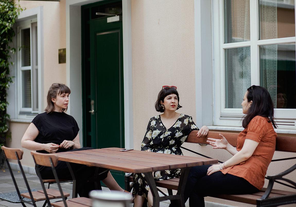 Susanne Ewerlöf,Naz Cuguoğlu ve Ceylan Önalp©Nazlı Erdemirel