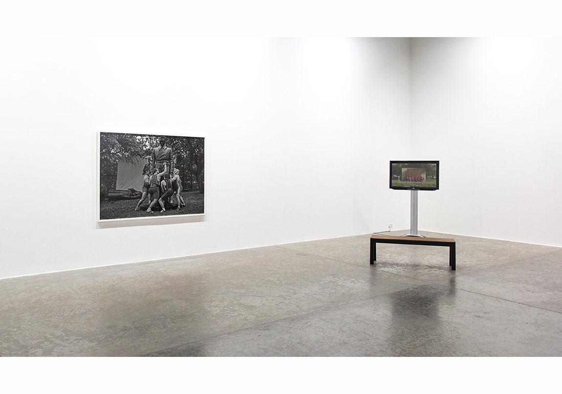 'Proposals on Monumentality', yerleştirme görüntüsü, Green Art Gallery, Dubai (Christian Jankowski).