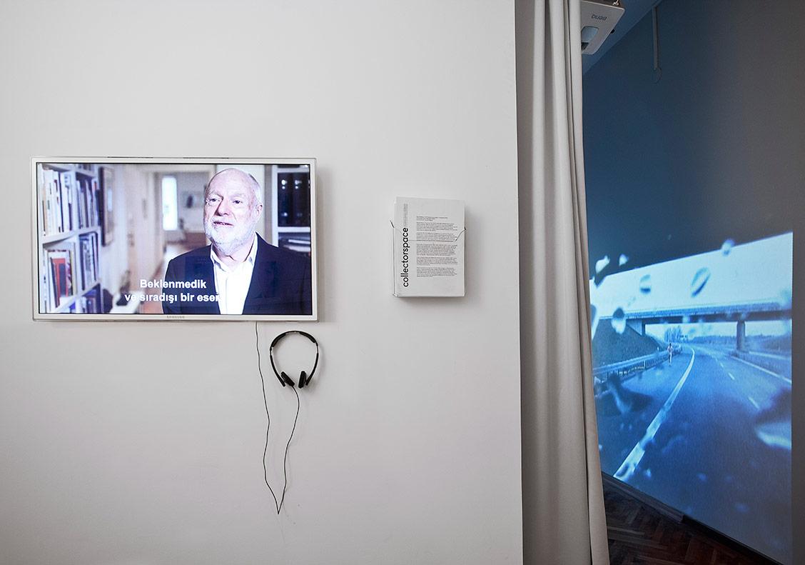 Han Nefkens'le yapılmış video söyleşi ile Cinquante Fifty'den bir ayrıntı, collectorspace yerleştirme görünümü, [Fotoğraf: Sevim Sancaktar]