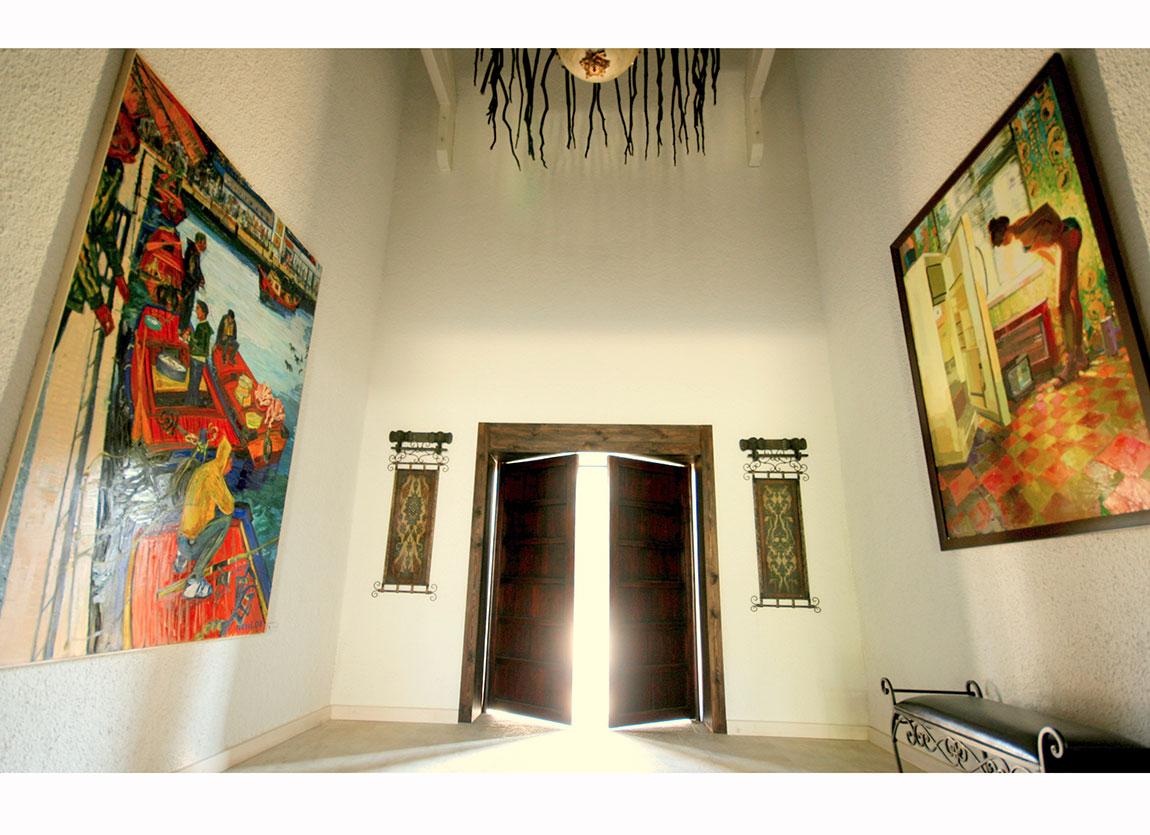 Resul Aytemür, Tekneler, 2008. Tuval üzerine yağlıboya, 240x170 cm - İlke Kutlay, İsimsiz, 2013. Tuval üzerine yağlıboya, 190x140 cm, Casa Dell'Arte Art Residency