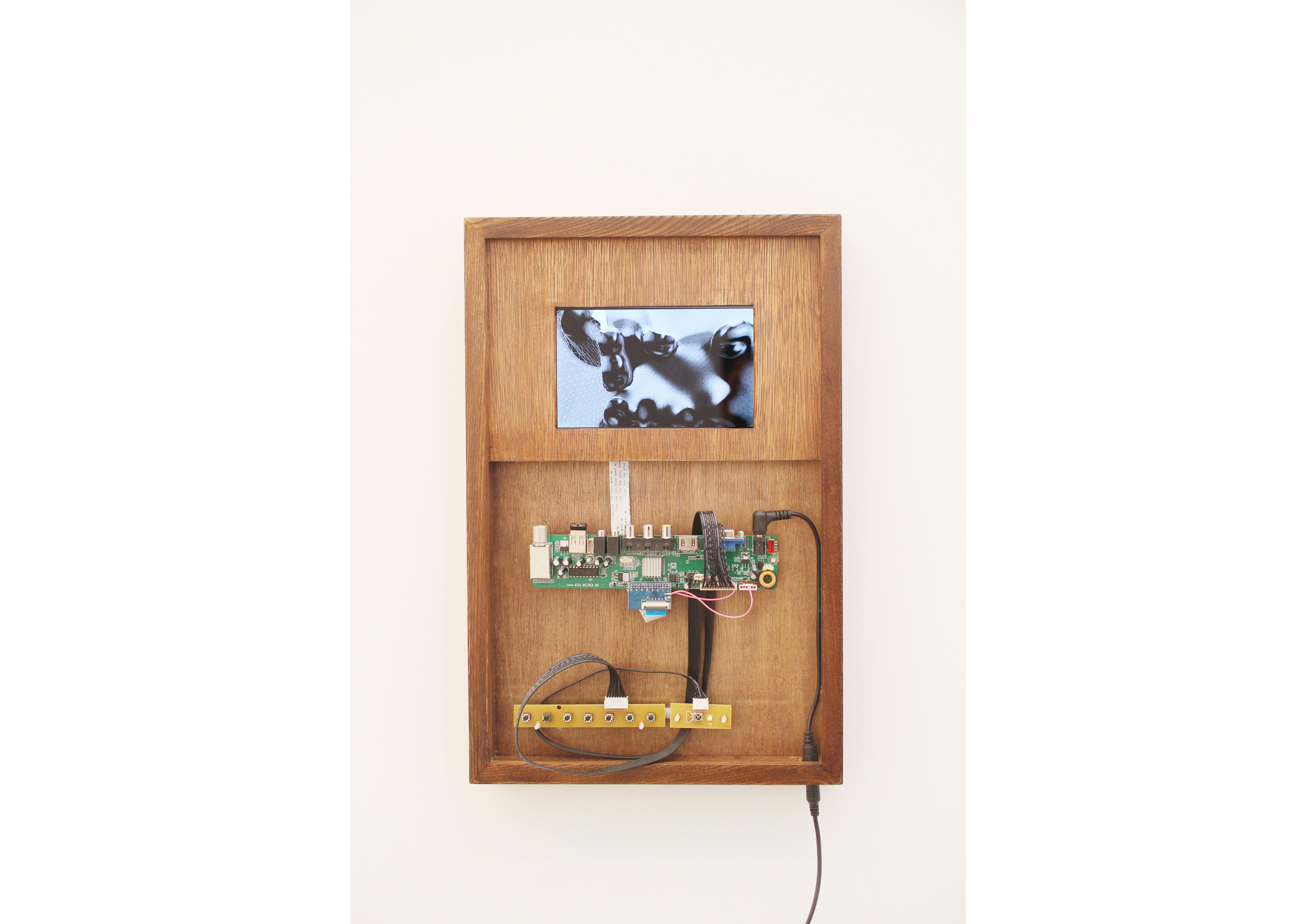 aaajiaoMeta 2013LCD screen, wood frame Electronic component 42.5 x 28 x 4.5 cm