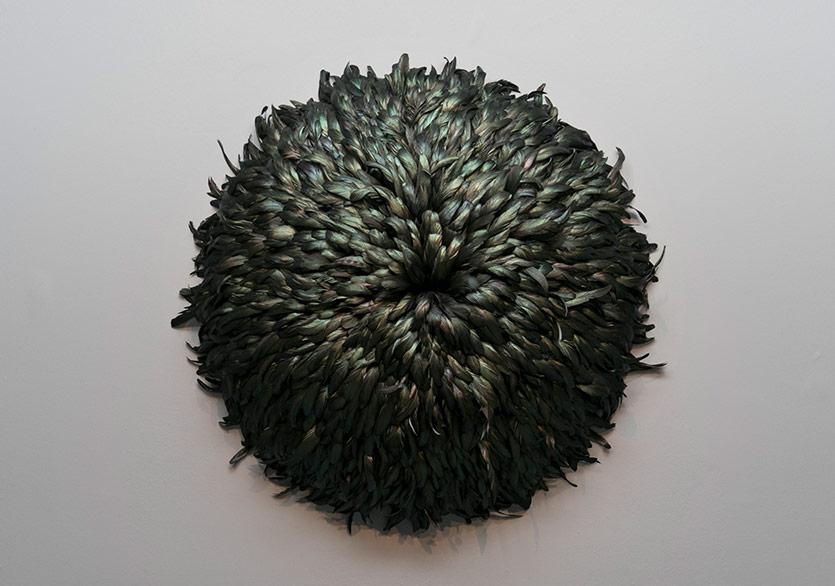 ©Nazlı Erdemirel -Sürü'nün Ardından / After Flock, 2011Renklendirilmiş hindi tüyleri, dışbükey polistiren köpük altlık Dyed turkey feathers; convex polystyrene base90x90x15cm.