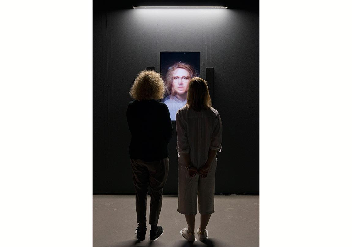 "Rafael Lozano-Hemmer, ""Redundant Assembly"", 2015Gösterildiği yer: Rafael Lozano-Hemmer: Preabsence, Haus der Elektronischen Künste Basel, Basel, Switzerland, 2016.Fotoğraf: Franz J. Wamhof."