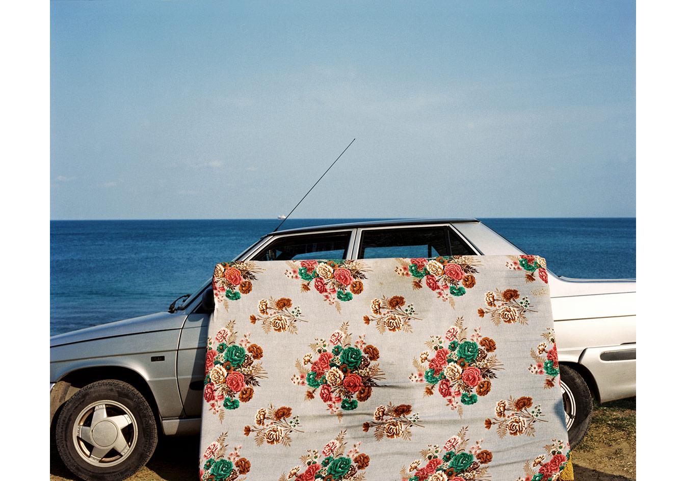 Deniz kenarına park edilmiş bir araba, Sinop © Mathias Depardon