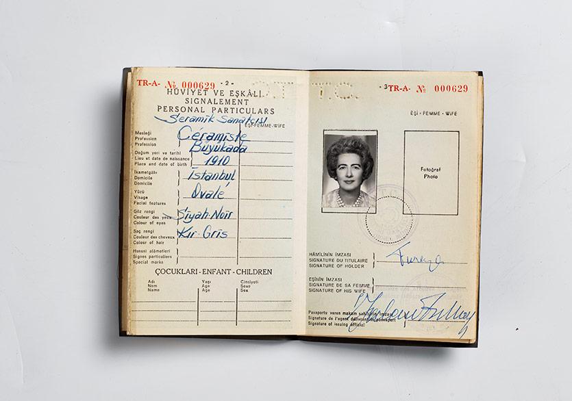 Füreya'nın pasaportu, Sara Koral Aykar Arşiv