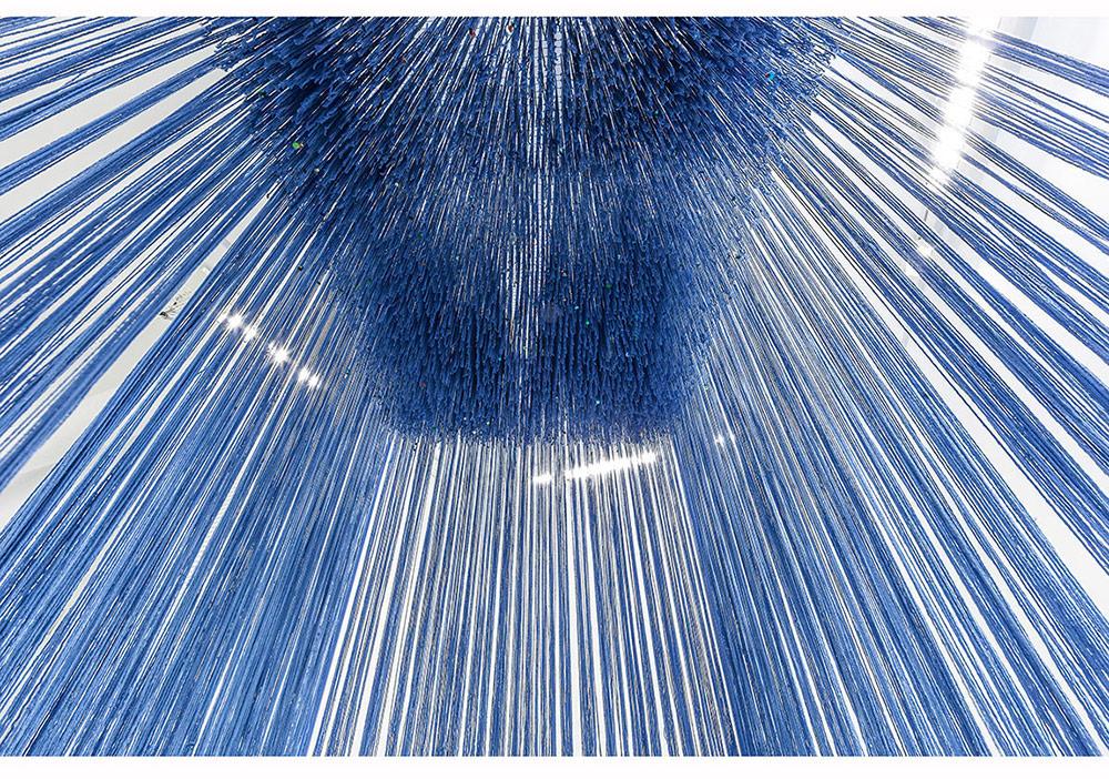 """Füsun Onur, """"Resimde Üçüncü Boyut / İçeri Gel"""", (1981) 2014 (detay) Yerleştirme: tahta, boyalı ip, sünger, kumaş ve payet 275 x 300 x 210 Fotoğraf: Murat Germen"""