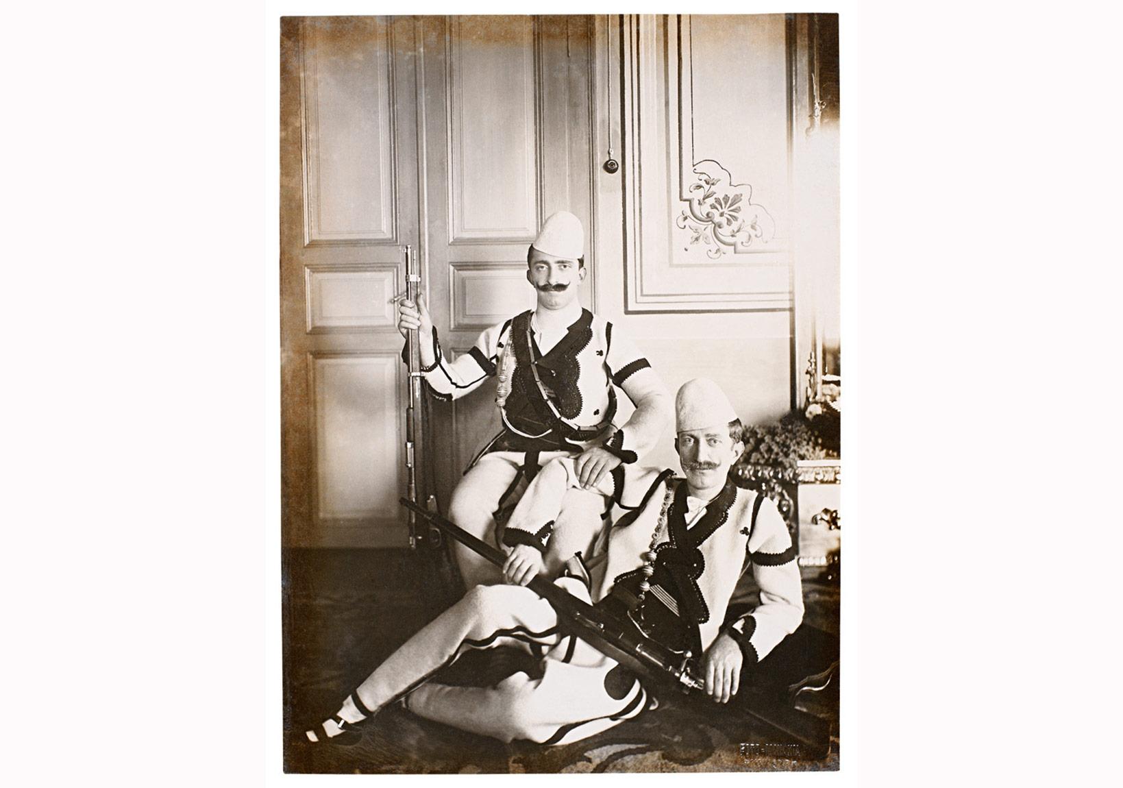 Sultan V. Mehmed Reşad'ın şehzadeleriÖmer Hilmi Efendi (1886-1935) and Mehmed Ziyaeddin Efendi (1873-1938).Sultan'ın Rumeli seyahati anısına Balkan kıyafetleri ile. Manaki Kardeşler, Manastır, Haziran 1911. Ömer M. Koç Koleksiyonu.