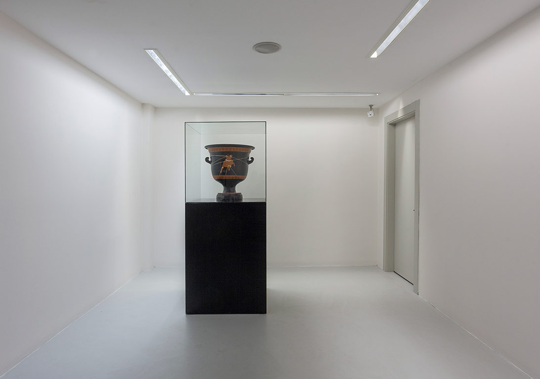 The Myth, 2013 Ceramic vase 56x56x60 cm 5+2+1