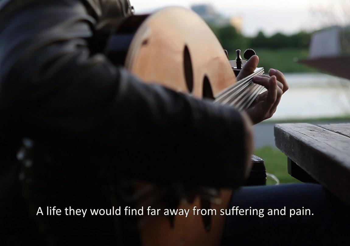 Savaş ve Göç Temalı Videolar Kırmızı Gökyüzünün Altında Birleşiyor
