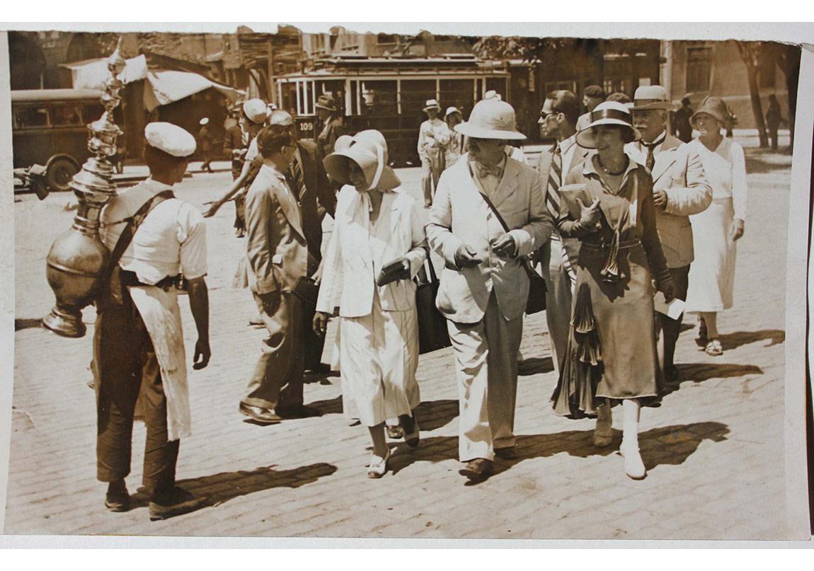 İstanbul'da Avrupalı Turistler, Anonim, 1920-30.
