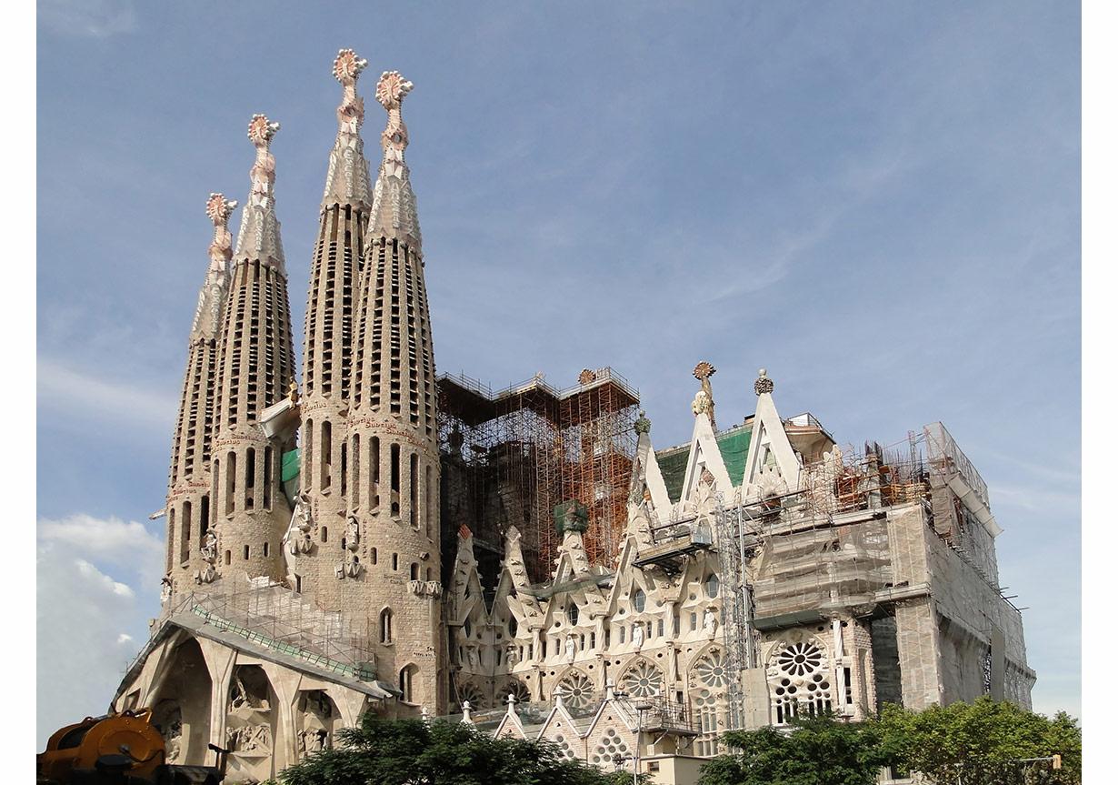 Sagrada Familia Bazilikasi