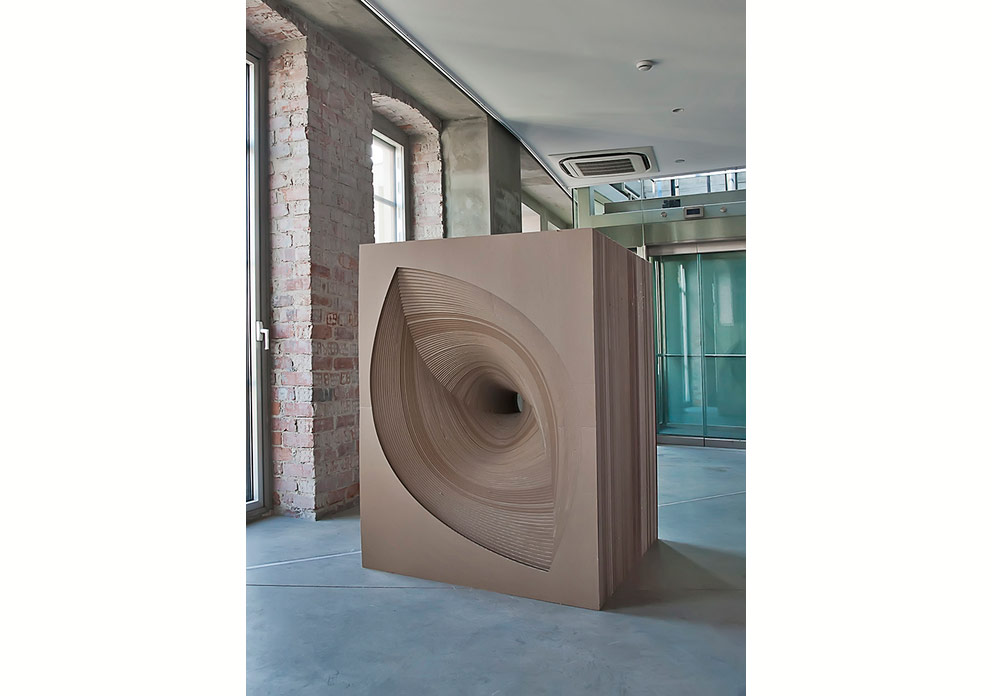 2012400 layers of corrugated cardboard cut140x100x180 cm