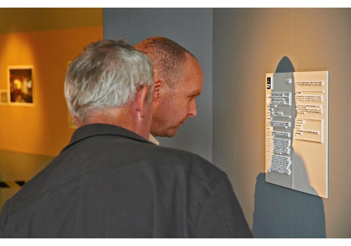 Didem Özbek, Cliché 894363, Anıt, 2011,Asia Triennial Manchester '11.