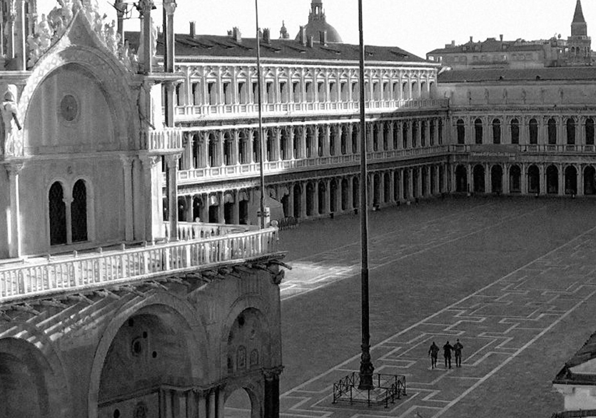 Yalnız Şehrin Sessiz Meydanları