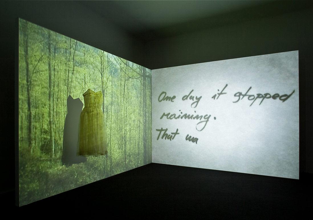 Geriye KalanlarŠejla KamerićGeriye Kalanlar, 20062-kanallı SD video yerleştirmesi, renkli, sesli, eski elbise4'44''–6'59''Projeksiyon; sonsuz döngüYerleştirme görüntüsü: OK Center for Contemporary Art, Linz, 2006