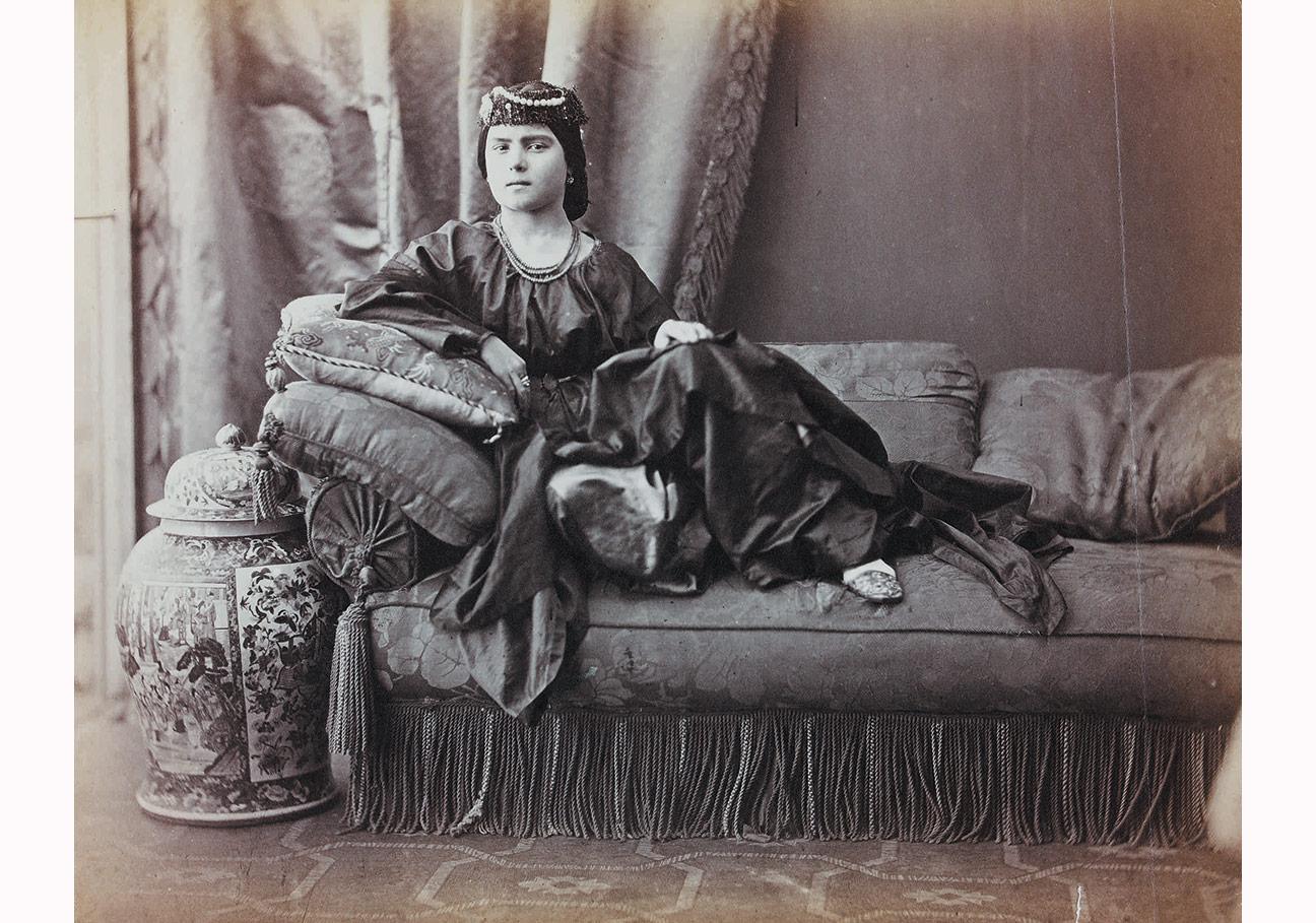 """""""Türk Kadını"""" Pascal Sebah, yaklaşık 1870. Ömer M. Koç Koleksiyonu."""