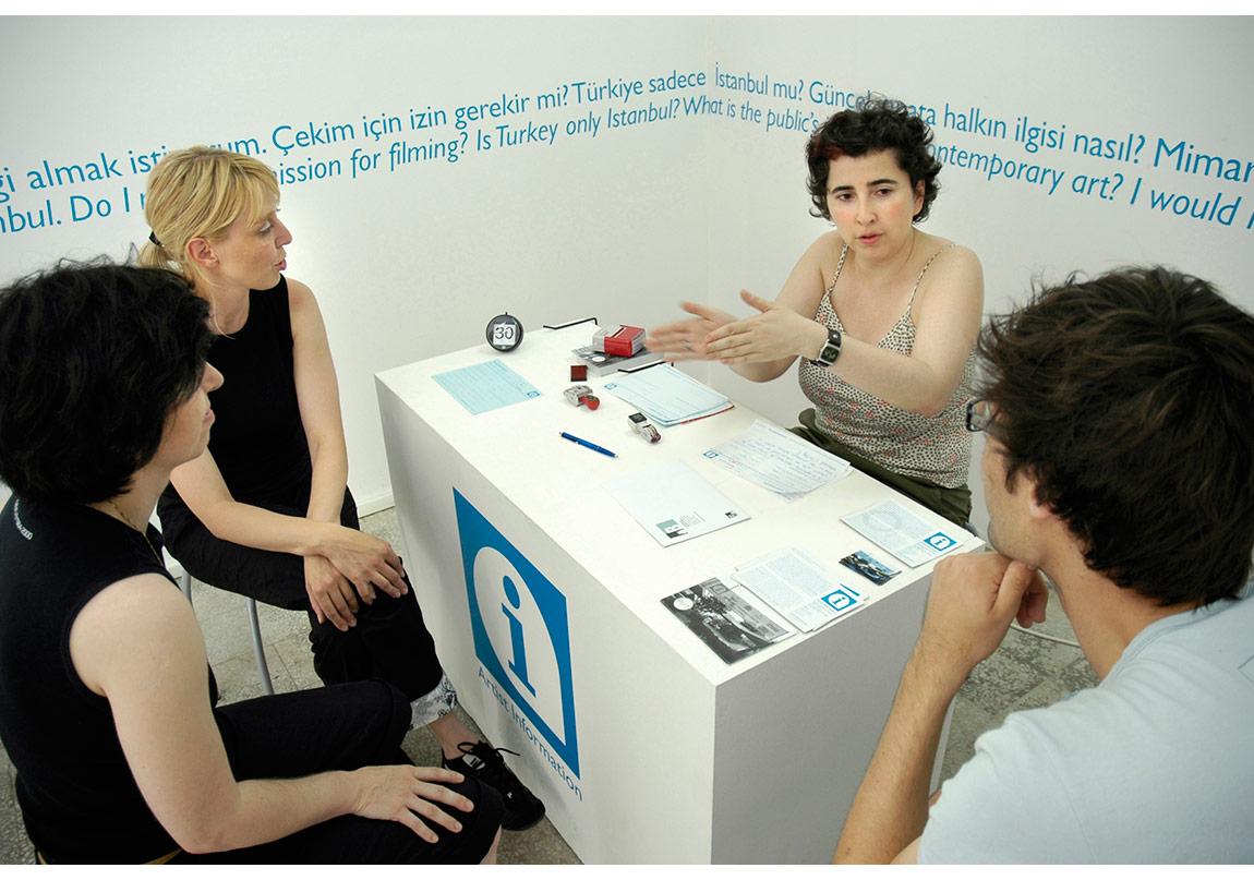 Didem Özbek, Artist Information, Performans ve Yerleştirme,2007, PiST///,İstanbul.
