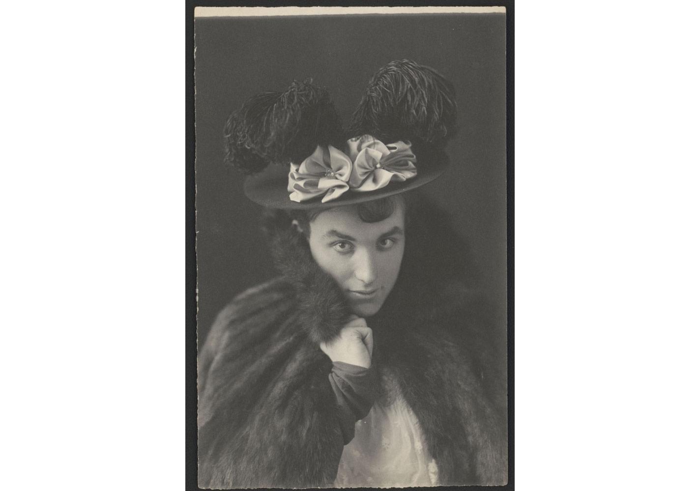 Frances Benjamin Johnston (1864-1952), Mills Thompson travesti kılığında, yaklaşık 1895 © Library of Congress, Prints & Photographs Division [LC-DIG-ppmsca-38987]