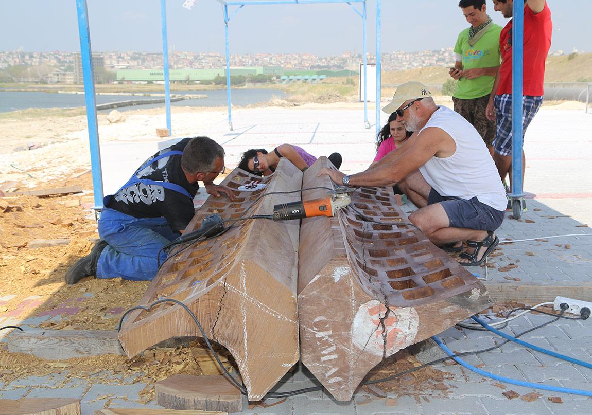 Yard Doç İlker Yardımcı'nın eseri, 2016sempozyum dosyası)17. Uluslararası Heykel Sempozyumu'ndan görüntüler
