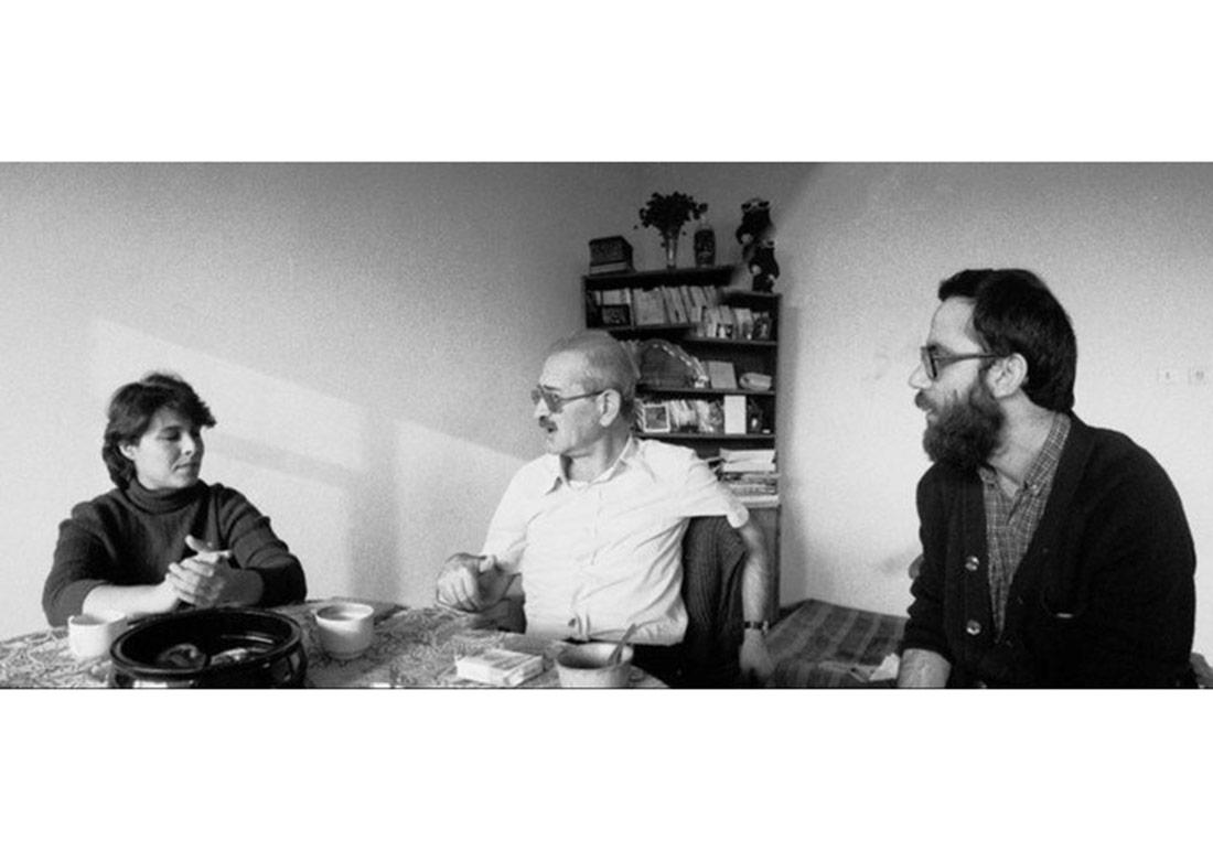1984, Nilgün, Ece Ayhan ve Haydar Ergülen. Fotoğraf: Doğan Kemancı.Sena ve Doğan Kemancı'nın Büyükada'daki evinde.