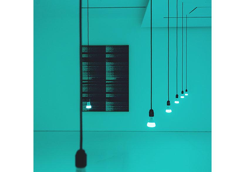 Mika TajimaMeridyen (İstanbul) 2018Işık prizler, WiFi ile çalışan LED ampüller, Doğal Dil İşlemcisi kullanan özel üretilmiş duygu analiz programı, Twitter akış uygulaması, düz monitör ve Mac mini, değişken boyutlarSanatçının, Van Doren Waxter'in (New York) ve Taro Nasu'nun (Tokyo) izniyle
