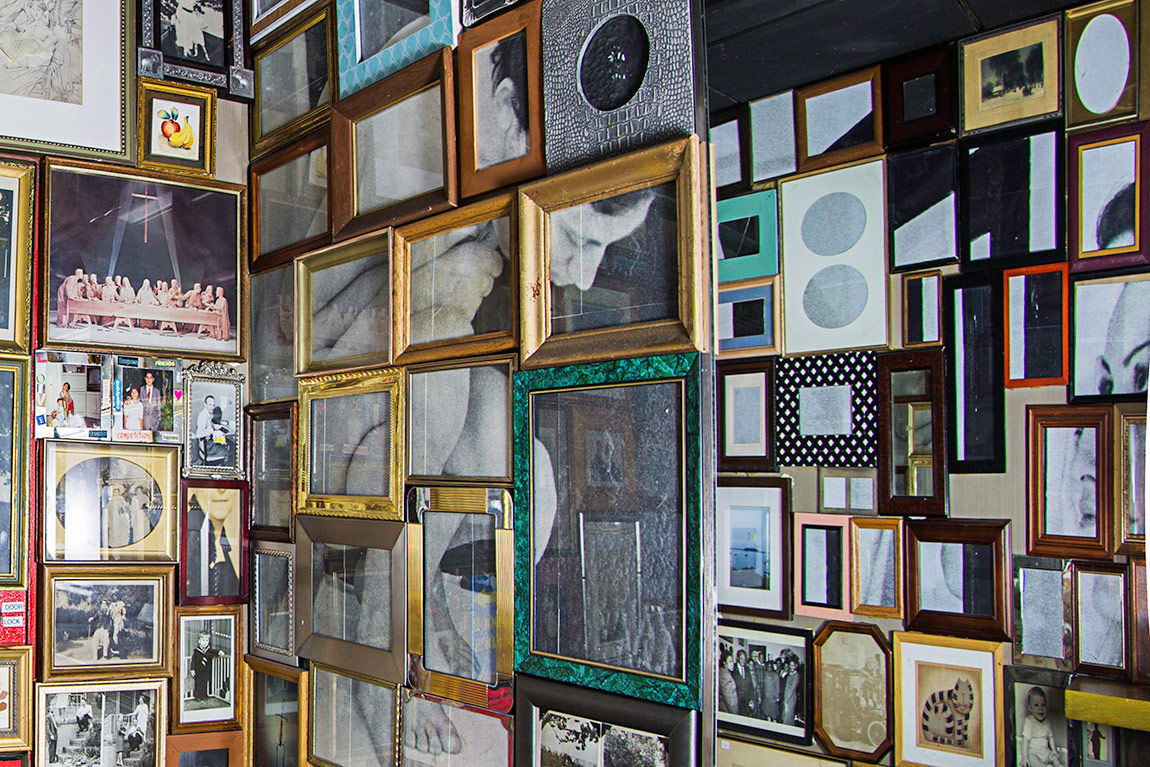 Sinem Dişli, İsimsiz, Enstalasyon, New York, 2014 Ahşap, Plexiglass, Bakır, Metal, Silikon