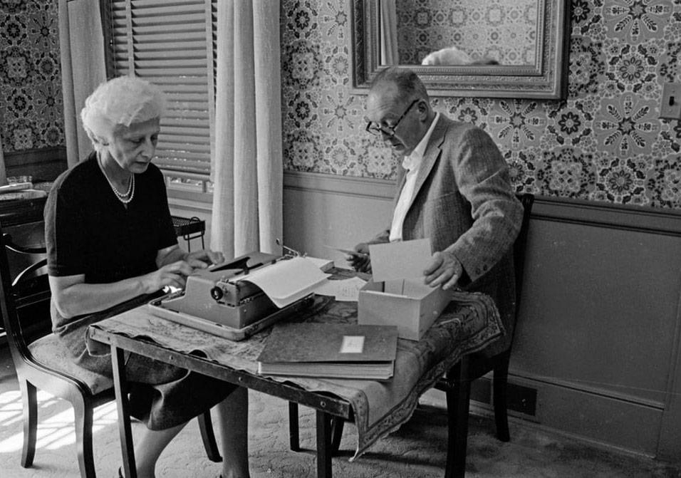 Daktilolar ve Sahipleri: Ünlü Yazarlar İş Üstünde