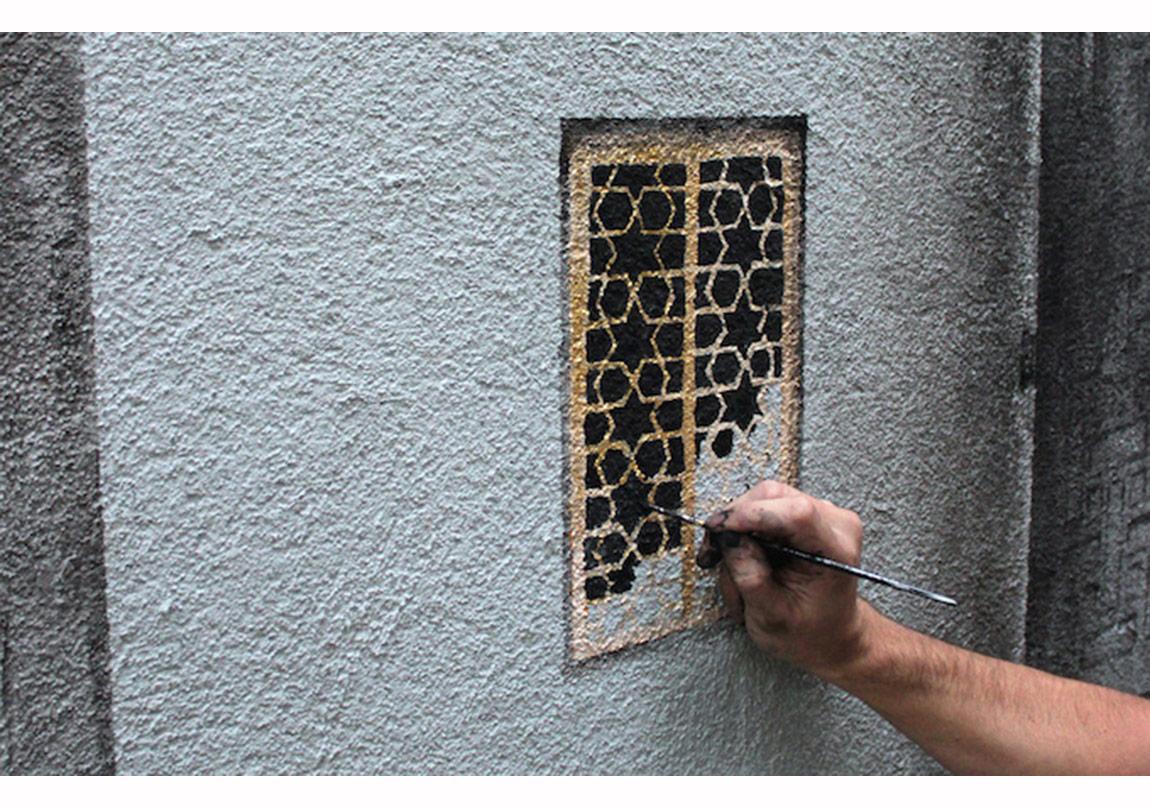 "Pejac, Duvar resmi ""Shutters"" geniş açı, photo courtesy Julian Santiago, www.pejac.es"