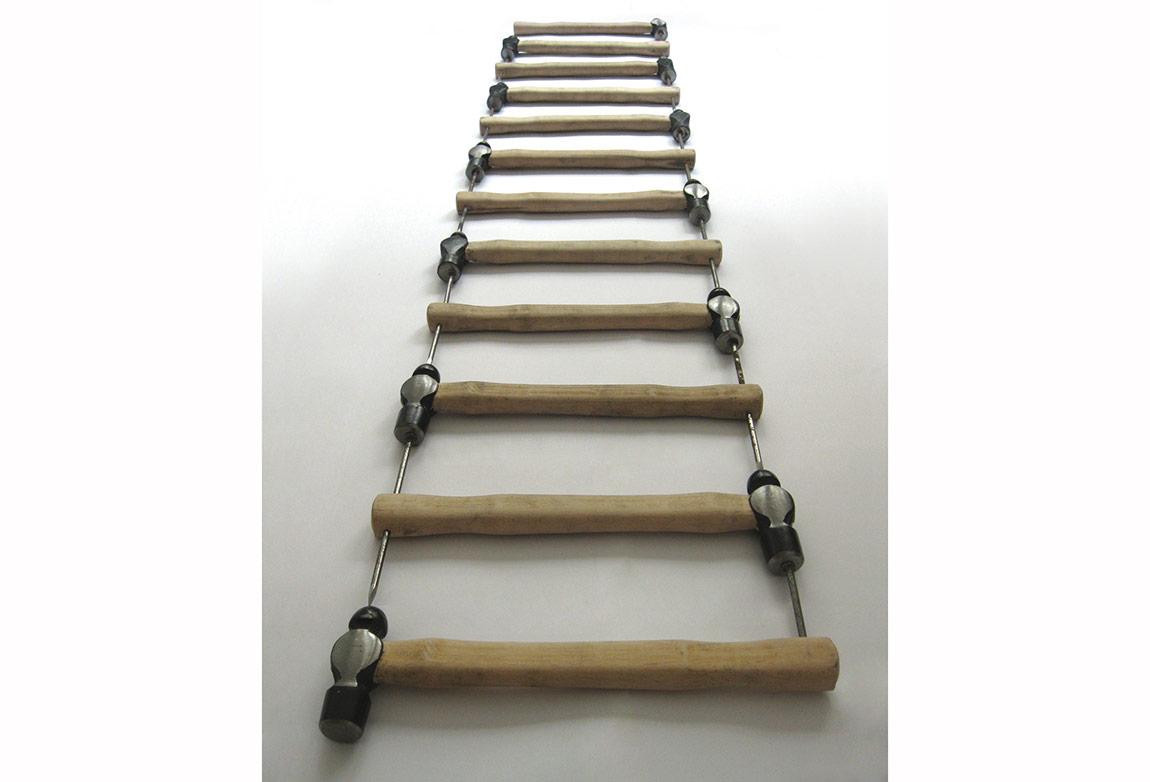 Merdiven2012:Çekiç çivi yerleştirme, 2012
