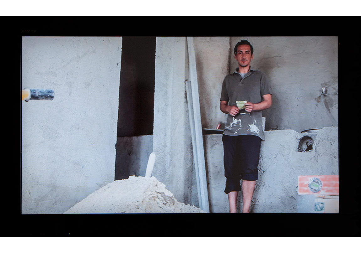 Uygur Yılmaz,isimsiz untitled (2014)HD Video 01' 41''edisyon 1/3 + 1 ap edition 1/3 + 1 ap