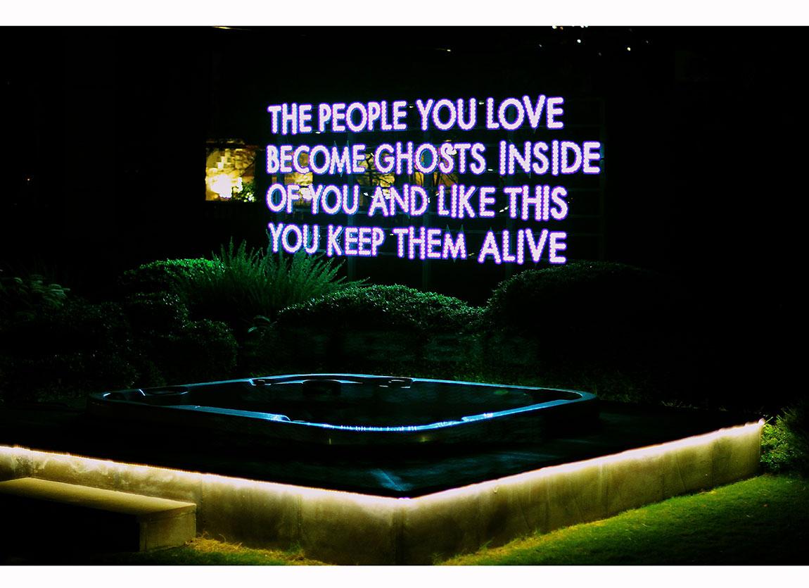 Robert Montgomery, People You Love..,2009. Yerleştirme. Ahşap, led ışık, güneş enerjisi