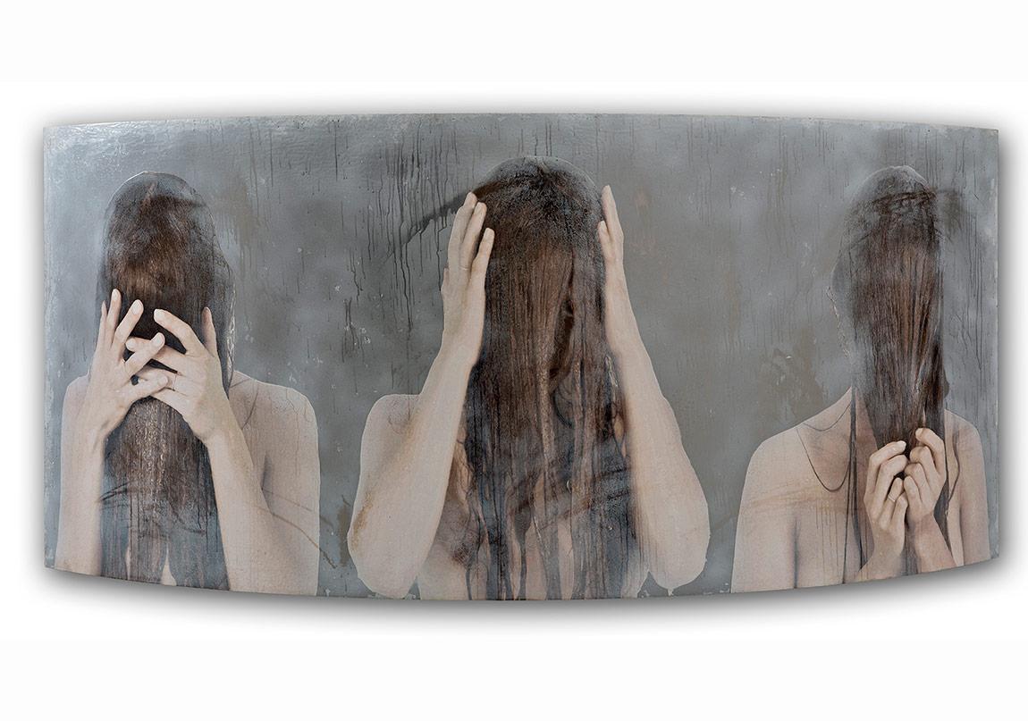 Serkan Adın, İhtiyat,Krom ayna ve cam film üzerine akrilik ve epoksi, 100 x 220 x 46 cm, 2015
