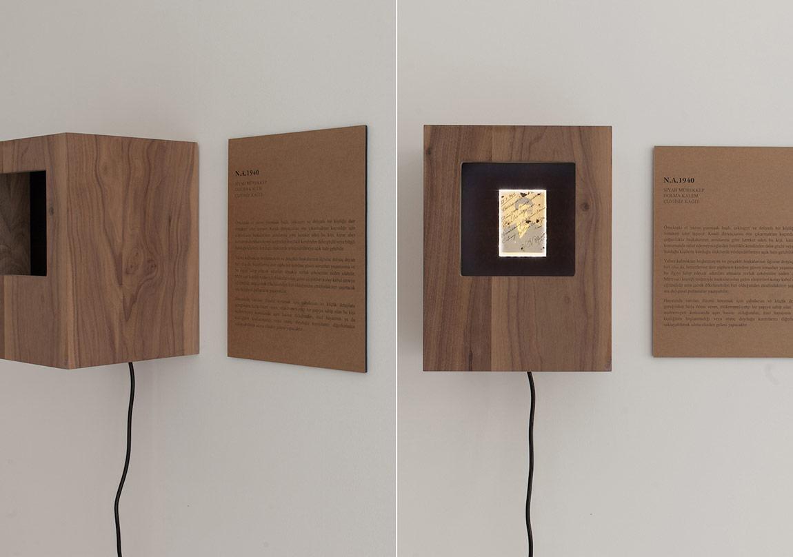 Ege Kanar, İsimsiz, 2014, Surface serisinden, Ahşap kutu, buluntu fotograf,metin.