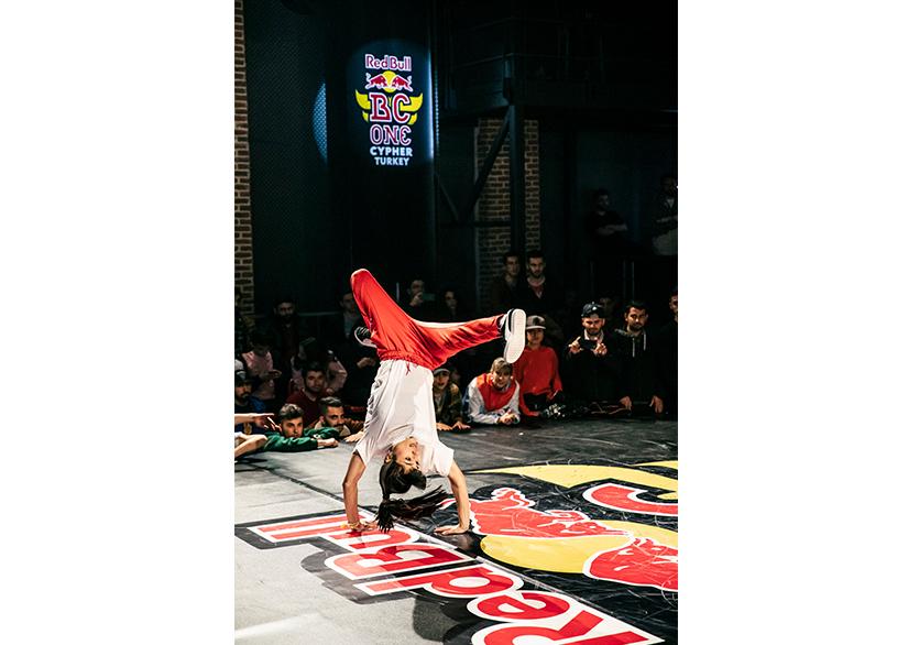 Red Bull BC One E-Battle Finalini Türk B-girl Jemrayy Zorluyor