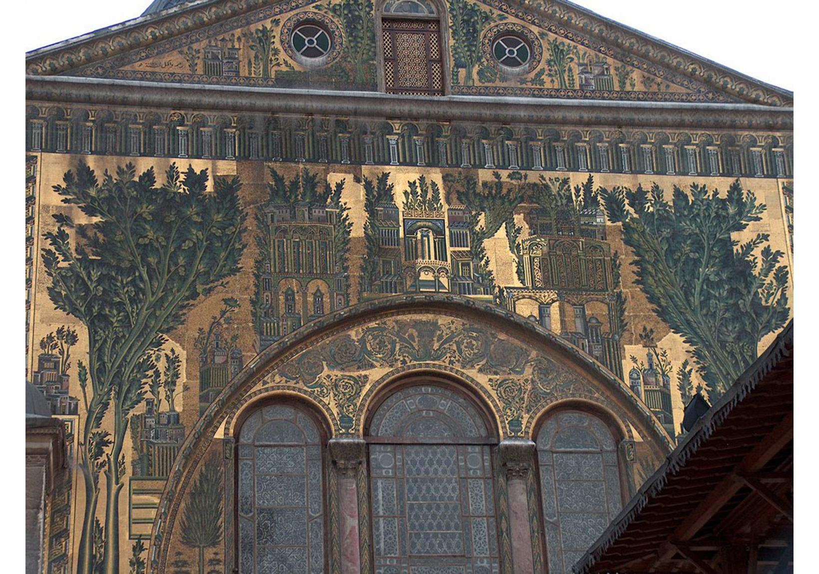 İ.S. 715'de tamamlanan Ümeyye Camii'nin natüralist tarzda dış cephe süslemeleri