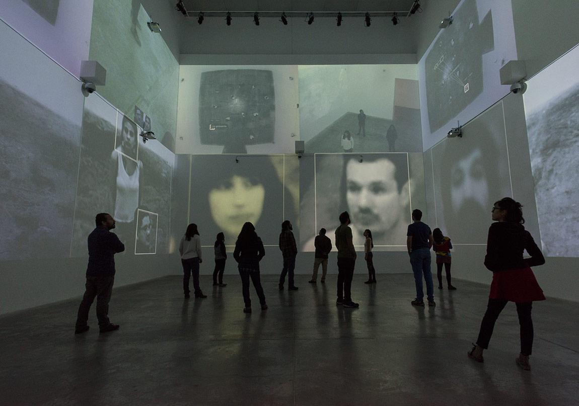 """Rafael Lozano-Hemmer, """"Zoom Pavilion"""", 2015.Gösterildiği yer: Rafael Lozano-Hemmer: Pseudomatismos, MUAC Museum, Mexico City, Mexico, 2015.Collaboration with Krzysztof Wodiczko.Fotoğraf: Oliver Santana."""