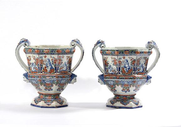 A pair of 'Cashmire' palette large octagonal garden urns. Delft, (circa 1710) Image- Courtesy of Aronson Antiqair, Amsterdam