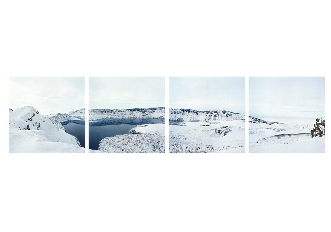 SERKAN TAYCANNemrut Gölü, 2009201060 x 60 cm, 4 parçaArsivsel pigment baskı, Museu Silver rag 300gr kâgıt üzerineEd. 1/5 + 1 APBorusan Çagdas Sanat Koleksiyonu