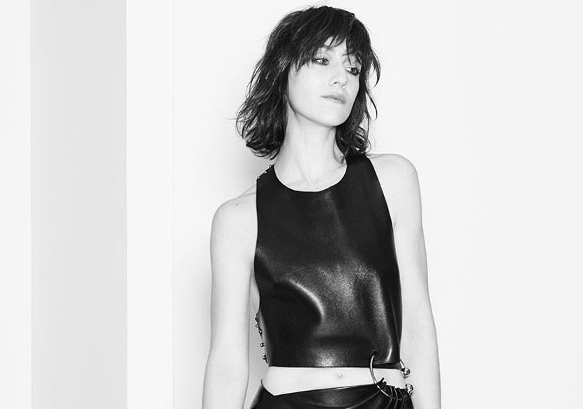 Charlotte Gainsbourg'den Etkileyici Bir Single Daha