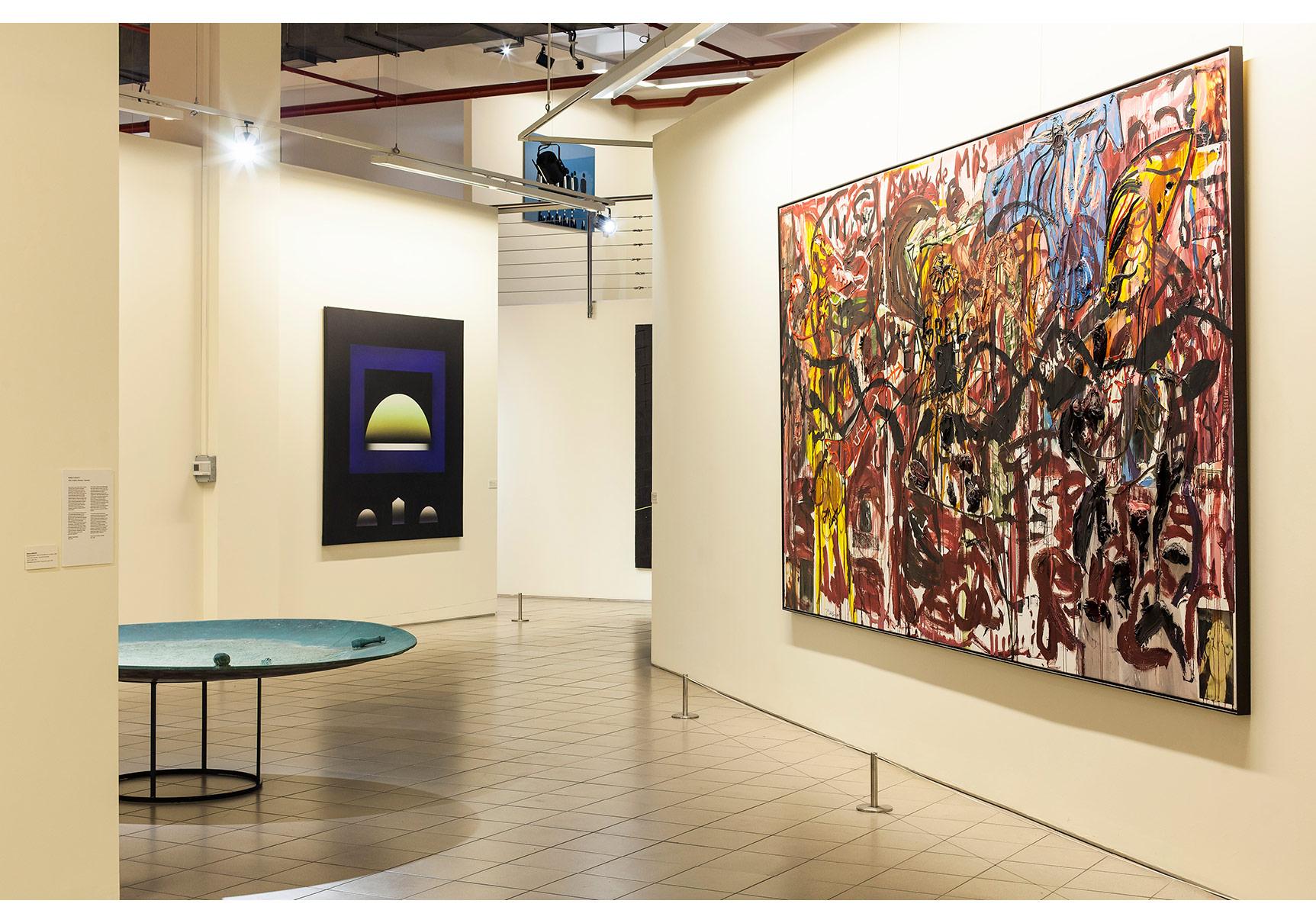 Sürekli Elgiz Koleksiyonu Sergisi. Sağda; Jonathan Meese, Sarı Baron (Kırmızımsı), 2004-5. Arkada; Adnan Çoker, Mor Dörtgen, 1994©Korhan Karaoysal