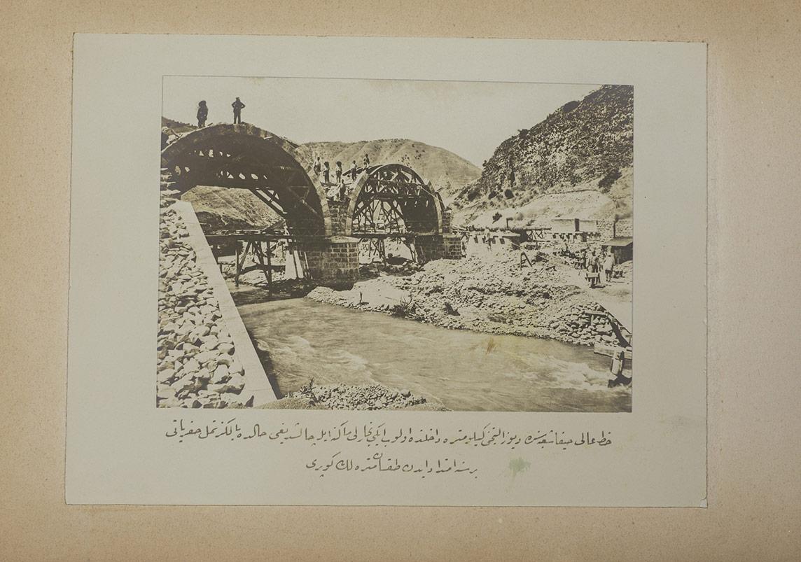 90 m uzunlluğunda köprü yapımı, Hayfa 1905-6. Ömer M. Koç Koleksiyonu.