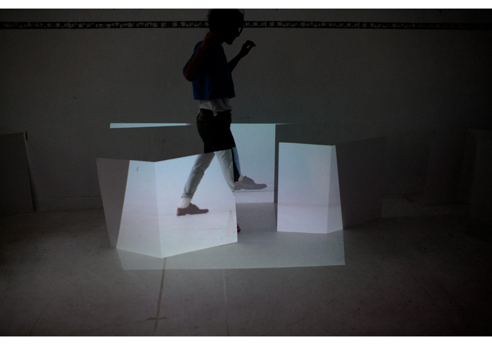 """""""İpi Çekin Aşağıdayız"""" Performans, TorunBurcu Bilgiç üst katta, Eylül 2014"""